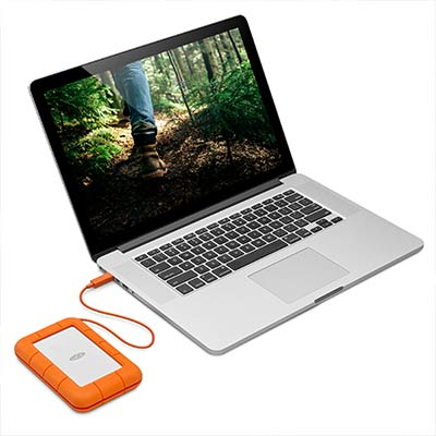 Um hard disk portátil padrão USB-C